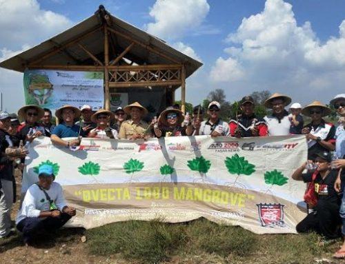 Velozity Chapter Tangerang (D'VECTA) melestarikan lingkungan tanam 1000 pohon mangrove di pesisir pantai.